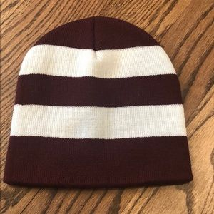 Maroon and white knit hat